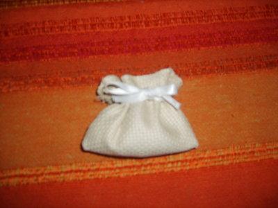 sacchetto porta confetti su tela aida