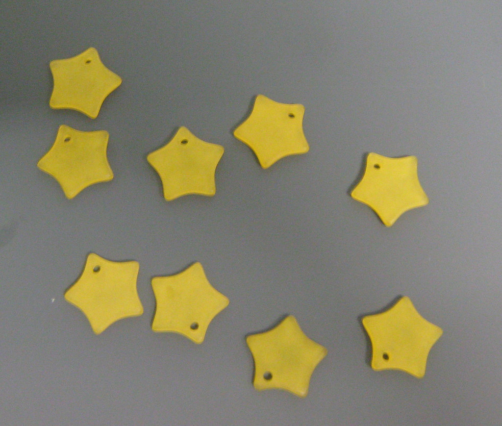 4 STELLE gialle PLASTICA CHARMS - star charms beads