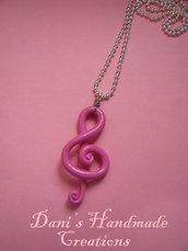 collana con chiave di violino rosa