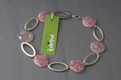 collana ovali e pastiglie rosa