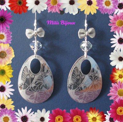 Ovale satinato con farfalle