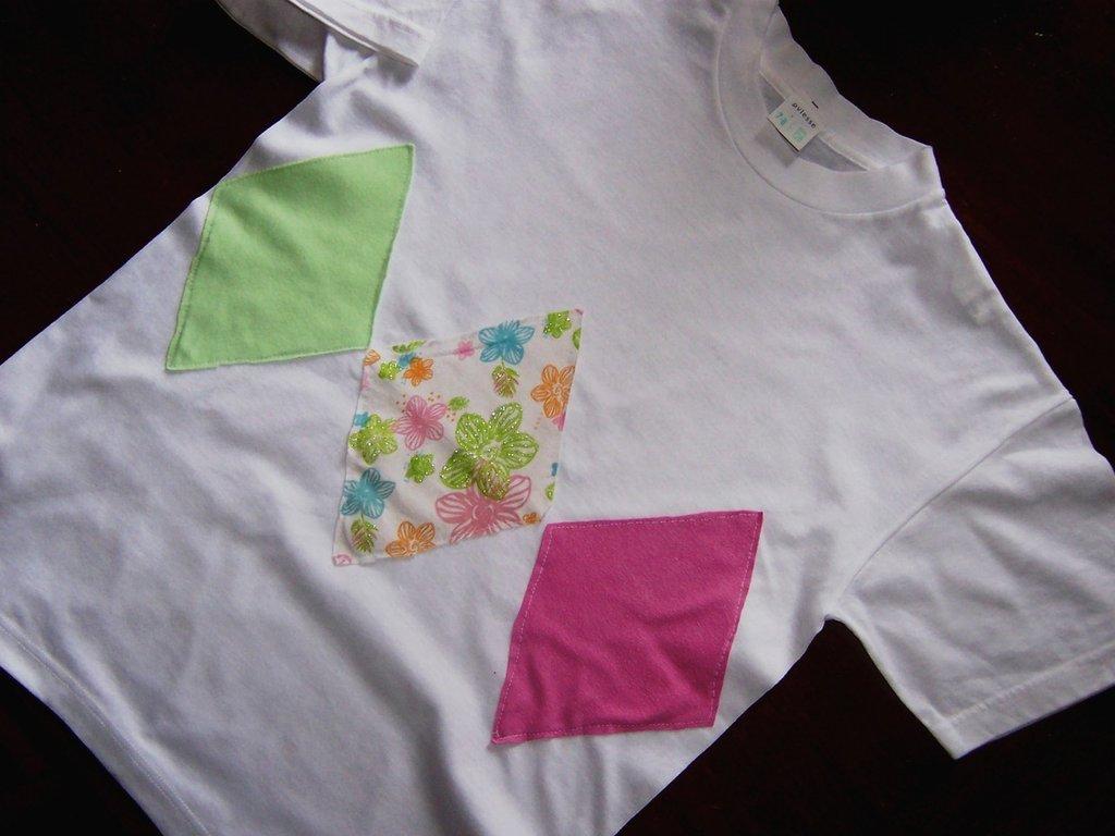 maglietta con applicazioni in stoffa
