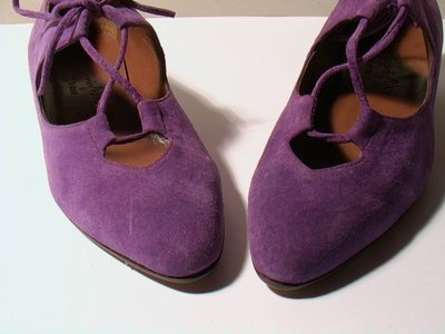 PURPLE SUEDE LOW HEELED SHOES - SIZE 6.5 - '80 - MADE IN ITALY - NEW AND NEVER WORN