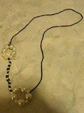 Collana in vetro e swarovsky nero con perle sintetiche bianche