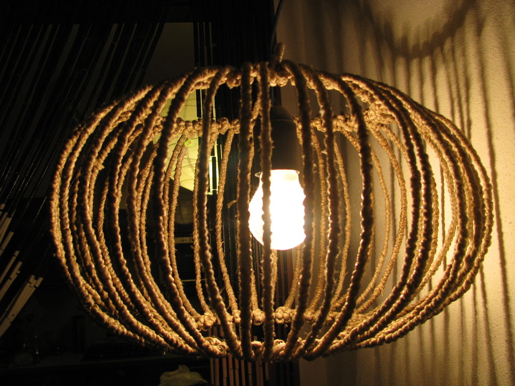 creare un lampadario : Creare Un Lampadario Con I Centrini All Uncinetto Pictures to pin on ...