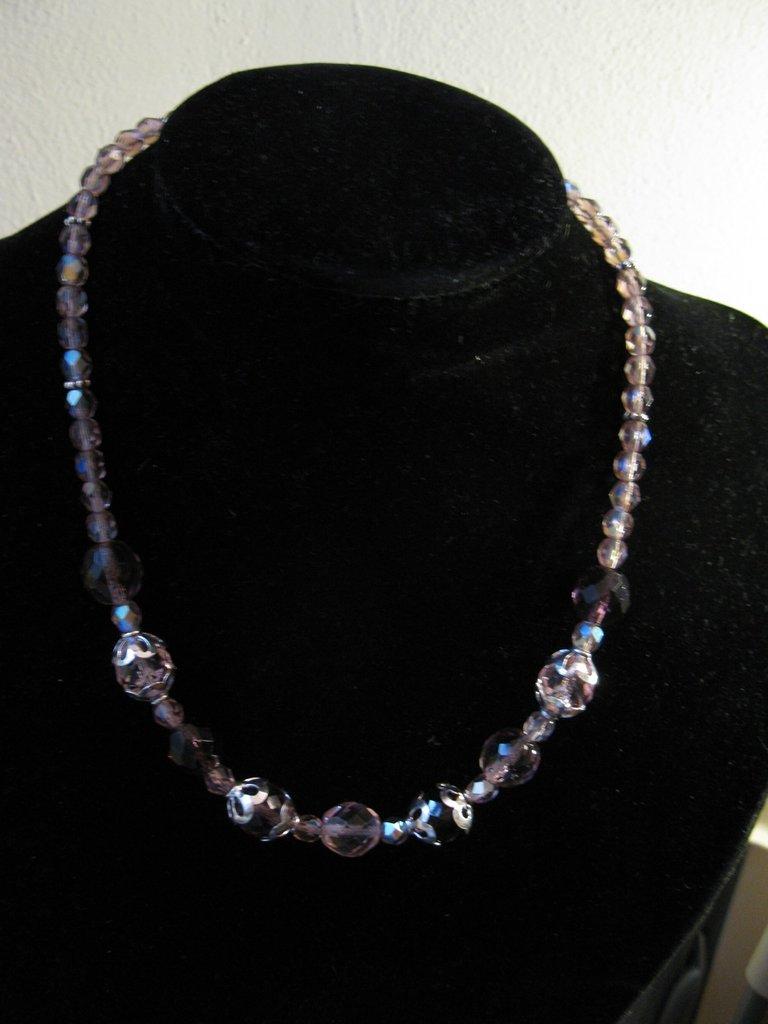 Collana con cristalli Boemia e rosa e viola e coppette in argento indiano