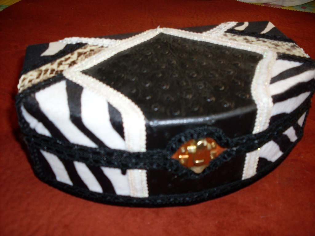 "Portagioie mezzaluna mod. ""LA ZEBRA REGINA""--Box jewelry   mod.""THE QUEEN ZEBRA"""