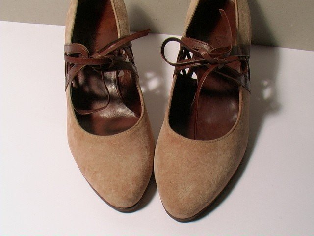 SUEDE HEELED SHOES - SIZE 6.5 - '80 - MADE IN ITALY - NEW AND NEVER WORN