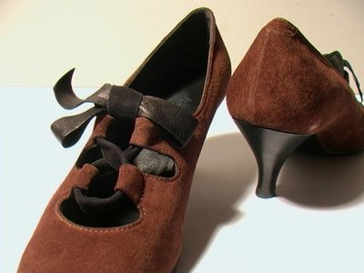 BROWN SUEDE HEELED SHOES - SIZE 6.5 - '80 - MADE IN ITALY - NEW AND NEVER WORN