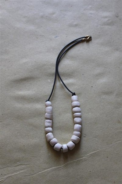 collana etnica bianca