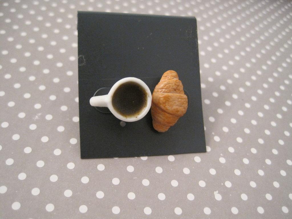 Orecchini a perno caffè e brioches