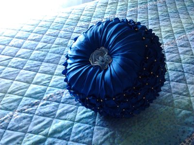 cuscino fiori e perline