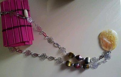 Collana con catena con rose argentate con pendente