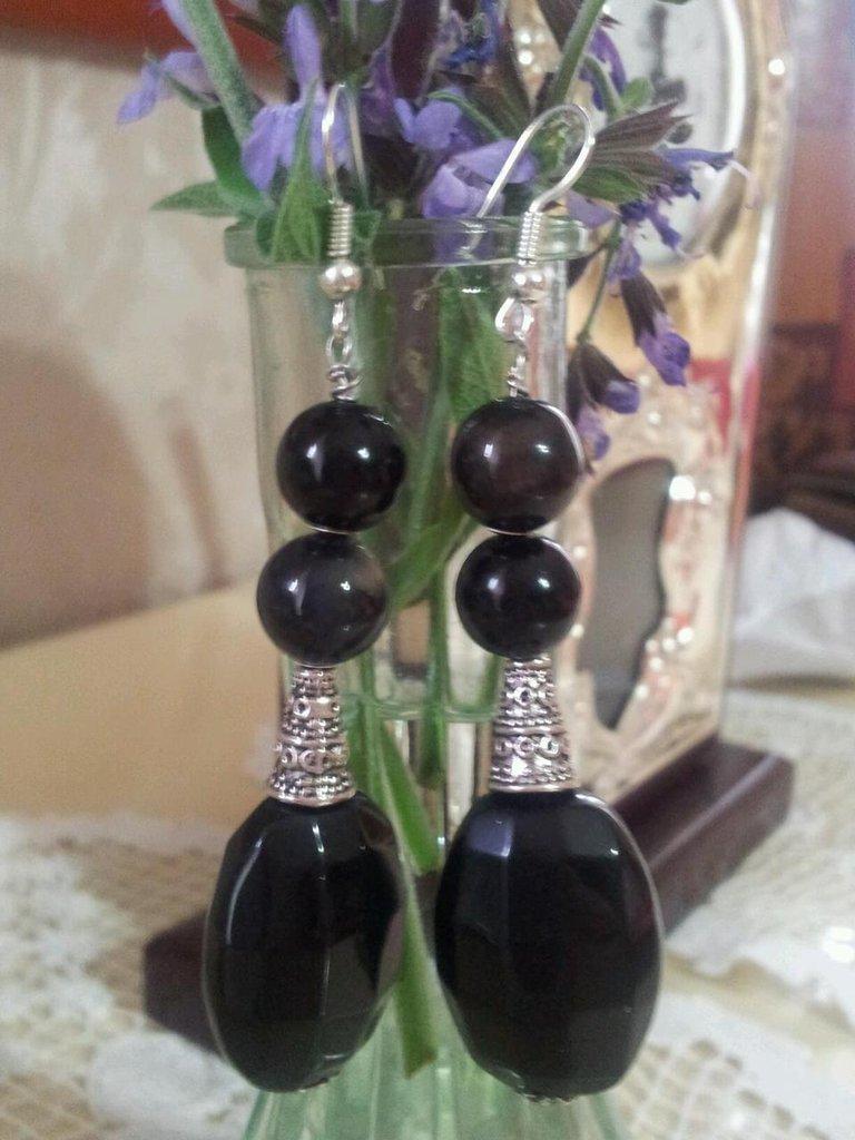 Orecchini con pietre nere e argento tibetano