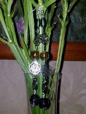 Orecchini lunghi  con rose argentate pietre ambrate e viola