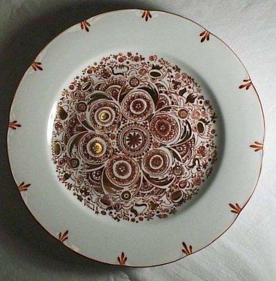 piatto in porcellana rosso e oro