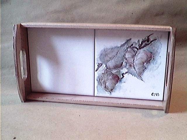 vassoio con piastrelle dipinte a mano