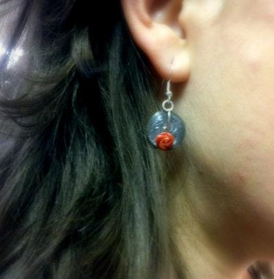 Orecchini con corallo rosso.