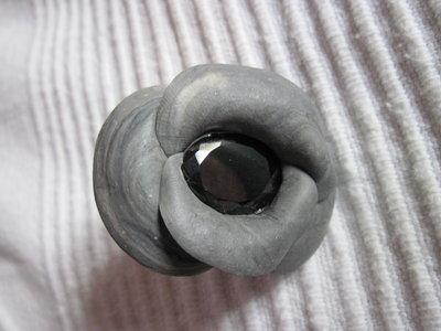 anello con pietra sintetica