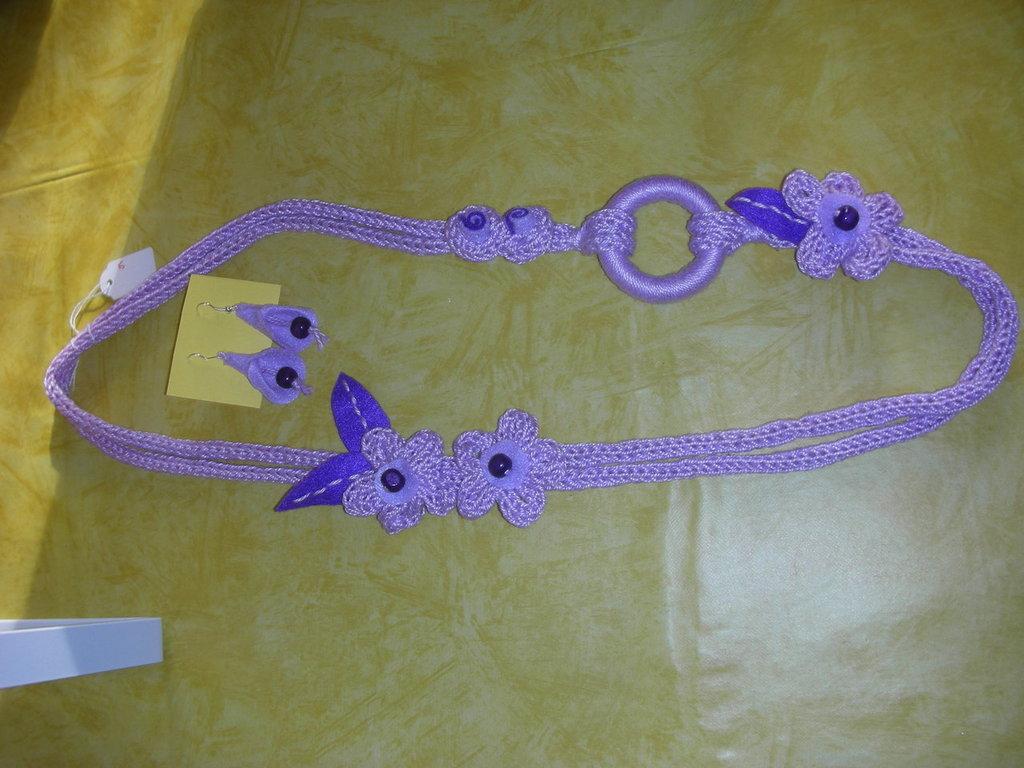 collana e orecchini lilla