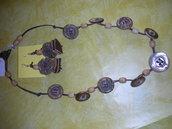 collana e orecchini di bottoni