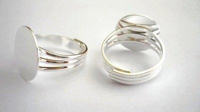 Base piatta anello Nickel free, argentato, regolabile.