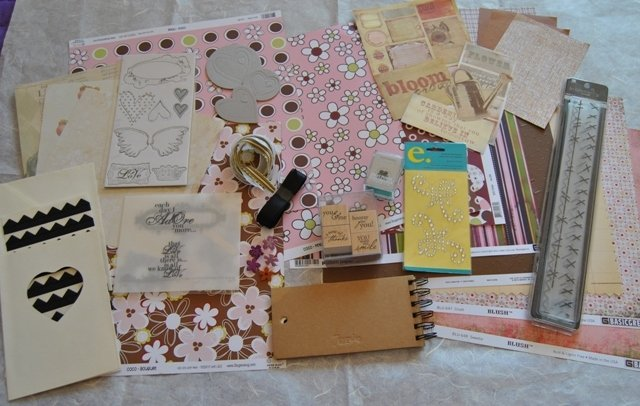 "Kit Scrapbooking n.15 ""Love&Bloom"" 56 pezzi"
