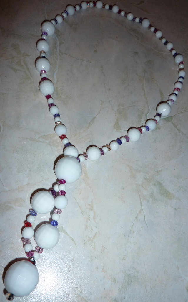 Collana lunga bianca e rosa