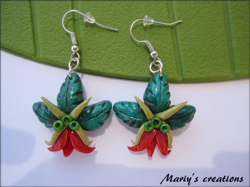 Jungle Style 3, orecchini con fiore rosso in pasta sintetica / polymer clay
