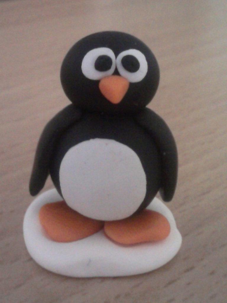 Pinguino su ghiaccio fimo