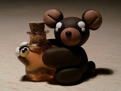 Orsetto con bottiglietta di miele fimo