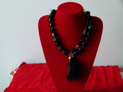 Collana tormalina, occhio di gatto, corallo bamboo  cristallo di rocca, piume e corno