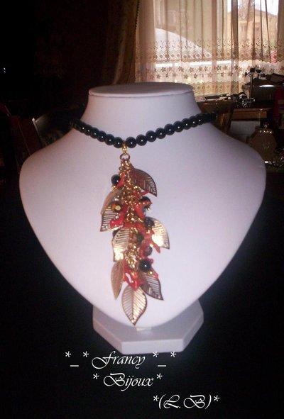 Perle corallo e foglie