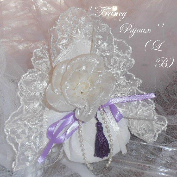 sacchetto con grande fiore di organza panna