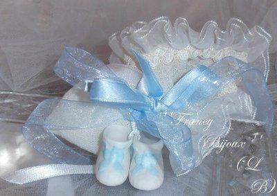 sacchetto/Bomboniera panna con scarpette blu