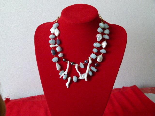 Collana in celestina, perle di fiume, corallo bamboo e iolite