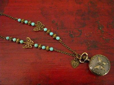 Reloj colgante con jade verde y cristal checo