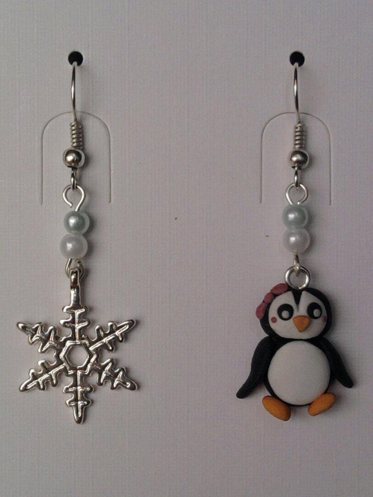 Orecchini con pinguina, fiocco di neve e perle fimo