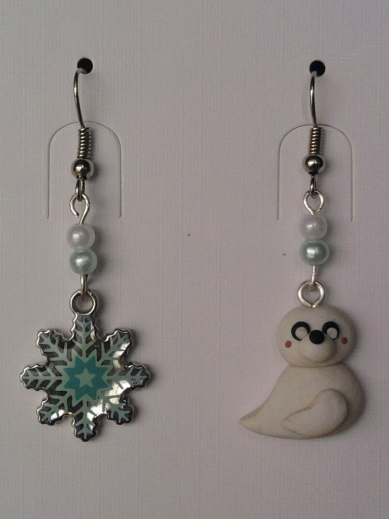 Orecchini con foca, fiocco di neve e perle fimo