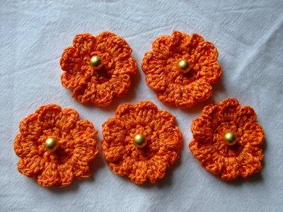 Fiori arancioni,di cotone,all'uncinetto