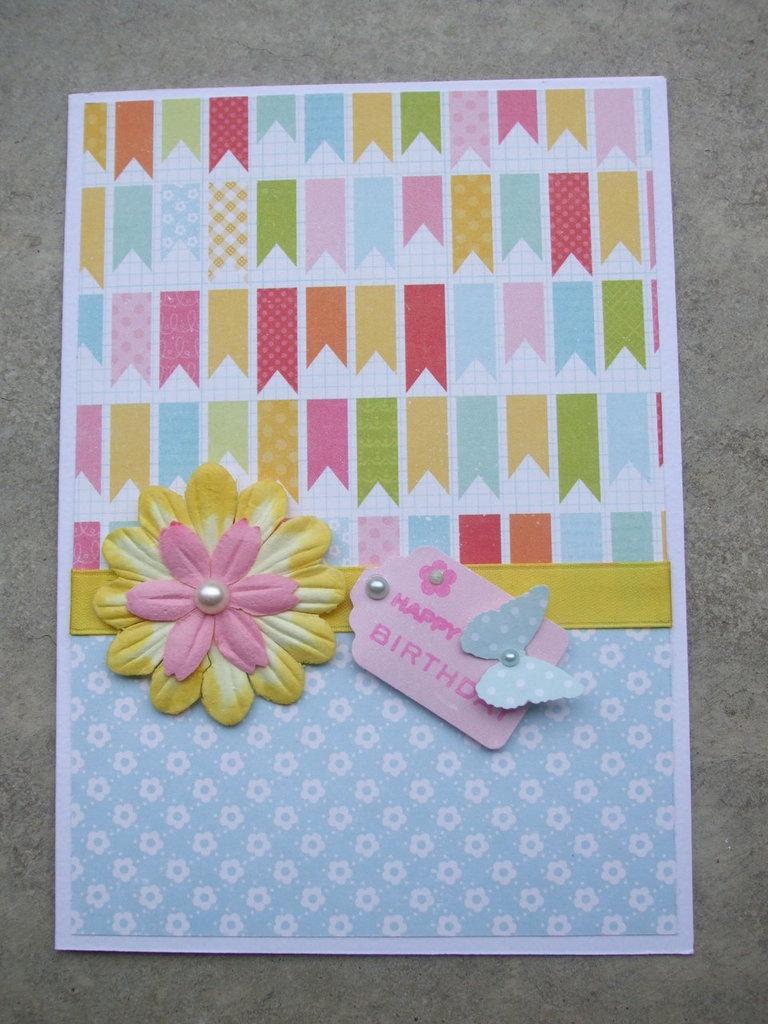 """Biglietto happy birthday """"spring""""realizzato a mano con fiore e farfallina"""