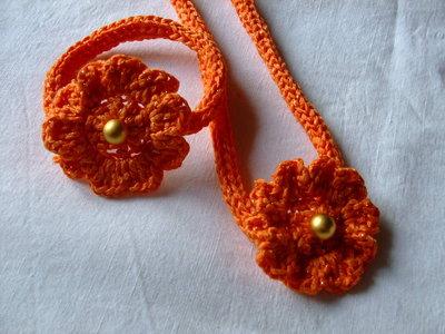 Set collana e bracciale arancione,all'uncinetto con fiore