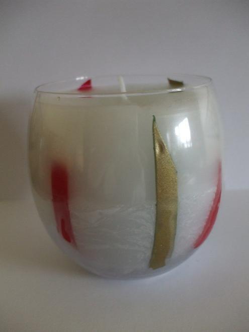 Candela bianca in bicchiere