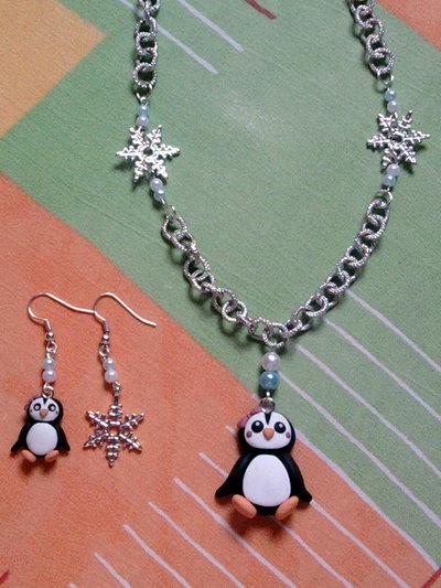 Parure collana e orecchini con pinguina, fiocchi di neve e perle fimo