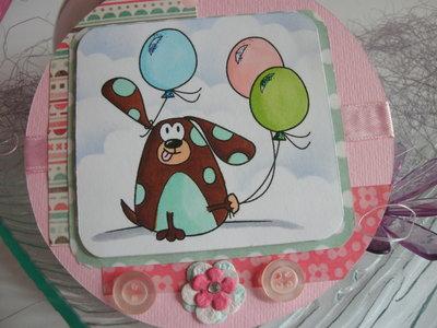 Biglietto auguri buon compleanno rotondo cartoncino rosa cagnolino con palloncini