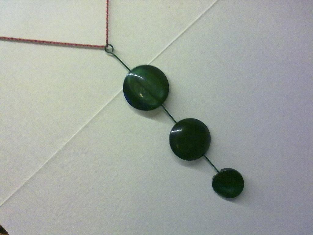 Collana con bottoni verdi