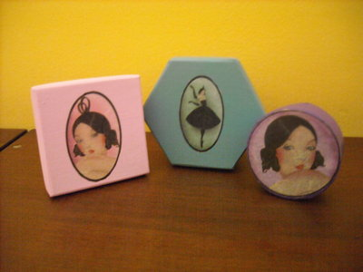 Set 3 scatoline colorate con ballerina vintage