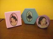 Set 3 scatoline colorate con ballerina vintage