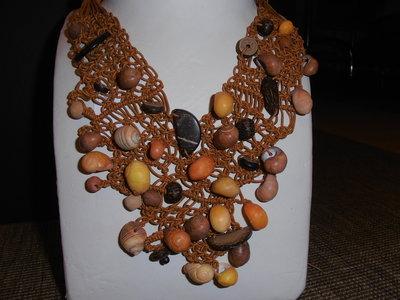 C3 Girocollo originale con conchiglie e noce di cocco-------Handmade collar necklace with shells and coconut