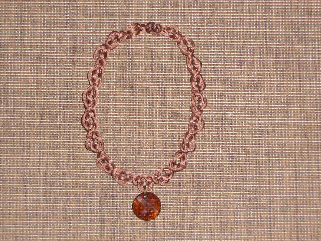 C10 collana girocollo marroncina con Swarovsky-----Light brown handmade collar necklace with Swarovsky crystal